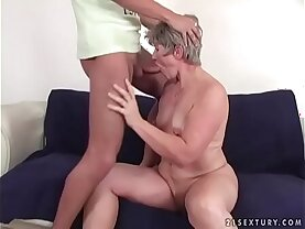 Booty mommy loves wild cock ride
