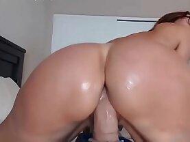 Horny Mom Jess Ryan big booty cougar flashing ass on BBC